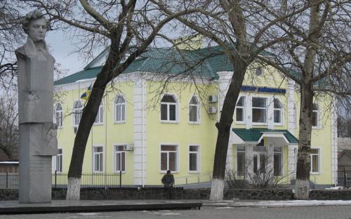 Пам'ятник С.С.Гулаку-Артемовському. Центр зайнятості